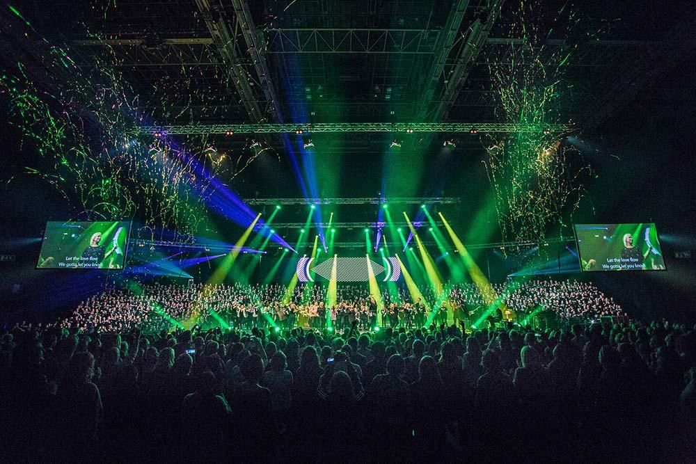 Soul Children på scenen i Oslo spektrum med konfetti og lyskastere